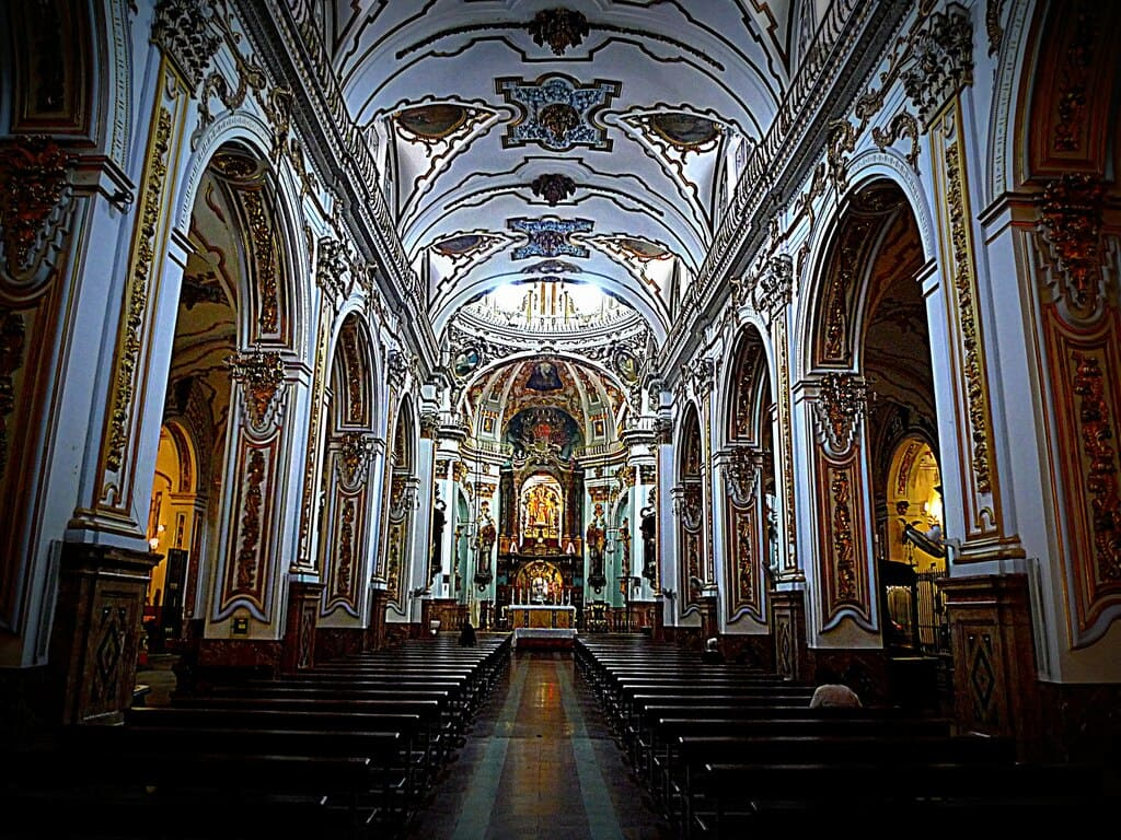 interior de la iglesia de los martires malaga